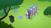 Starlight unpacking Trixie's wagon S6E6