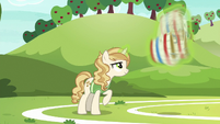 Sweet Biscuit trying out for the buckball team S6E18