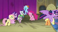 Twilight Sparkle flies after Princess Celestia S8E7
