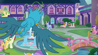Gallus flying through the fountain square S8E2