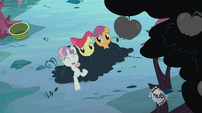 Happy Sweetie Belle in the bush S02E12