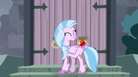 Silverstream eating an apple S8E2