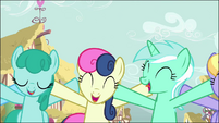 Sprinkle Medley, Sweetie Drops, and Lyra Heartstrings singing S02E18