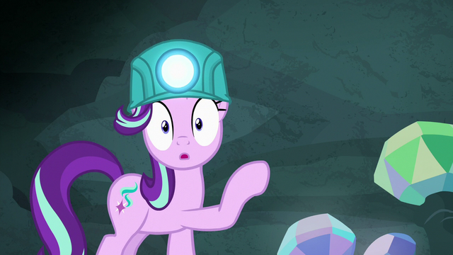 File:Starlight Glimmer looking very surprised S7E4.png