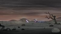 Twilight, Spike y Starlight en el paisaje árido CdCM-P2