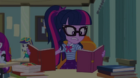 Twilight Sparkle reading two books at once EGDS22