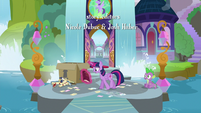 Twilight pacing back and forth S9E5