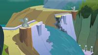 Broken dam S02E08