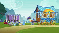 Hoo'Far offers to trade wagons with Trixie S8E19