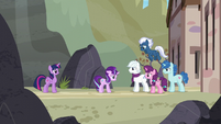 Our Town ponies smile at Starlight S5E26
