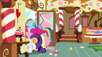 Pinkie and Rainbow Dash get stuck in the door S8E2