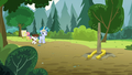 Pip impressed by Skeedaddle's horseshoe toss S7E21.png