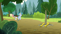 Pip impressed by Skeedaddle's horseshoe toss S7E21