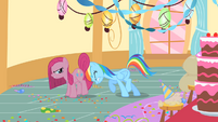 Rainbow Dash tries to move Pinkie Pie S01E25