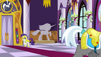 Rarity watching the royal guard leave S9E4