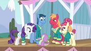 S04E14 The Ponytones patrzą na Spike'a