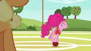 S06E18 Pinkie na piłce