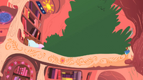 Treetop in Twilight's library S1E08