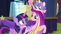 Twilight and Cadance smile at each other S8E19