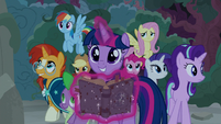 Twilight and friends enter temple of Ponhenge S7E25
