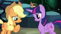 Applejack speaking to Twilight S4E2