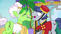 Bell Hop Pony nervously taking Applesauce's tip S8E5