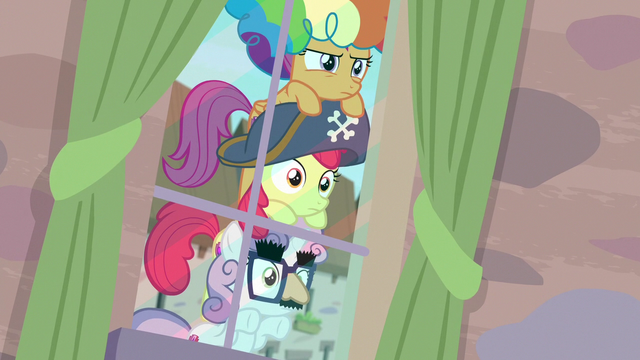 File:Cutie Mark Crusaders spying on Big Mac and Sugar Belle S7E8.png