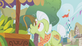 Gilda's tail touches Granny Smith's nose S1E5.png