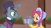 Moriarty pony giving Earth mare a present S6E8