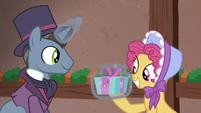 Moriarty pony giving Earth mare a present S6E8