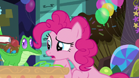 "Pinkie Pie ""when somepony points behind me"" S7E23"