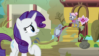 Rarity meets the Old Gardener S7E25