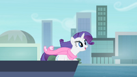 Rarity singing while on a ferry S4E08