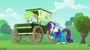 S06E14 Sweetie Belle w nowym wózku