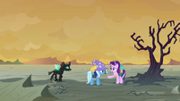 Starlight Glimmer stopping Trixie and Thorax S6E25