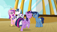 Twilight Sparkle rejoining her family S7E22