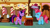 Twilight fixing the cupcakes S2E3