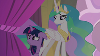 Twilight worried about the heckling S8E7