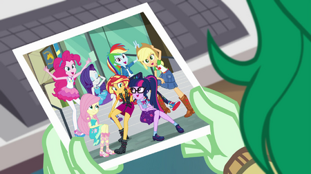 Wallflower looks at photo of Mane Seven EGFF