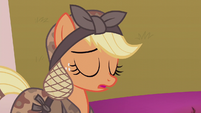 Applejack sighing heavily S5E25