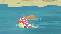 Granny Smith swimming beside the yoke S4E20