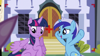 Minuette wants Twilight to fluff her wings up S5E12