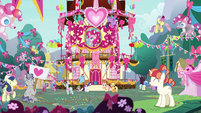 Ponies at Pinkie Pie's appreciation party S8E18