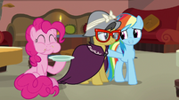 Rainbow Dash reassuring A. K. Yearling S7E18