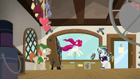 Rarity suggests setting up outside S7E19
