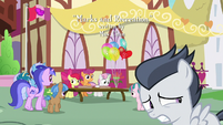 Rumble hoping not to be noticed S7E21