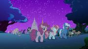 S06E15 Mieszkańcy Ponyville jako kucyki zombie