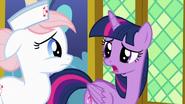 S07E03 Twilight rozmawia z pielęgniarką
