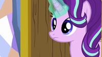 Starlight opens her bedroom door S7E1