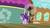 Starlight watches the train pull away S7E24